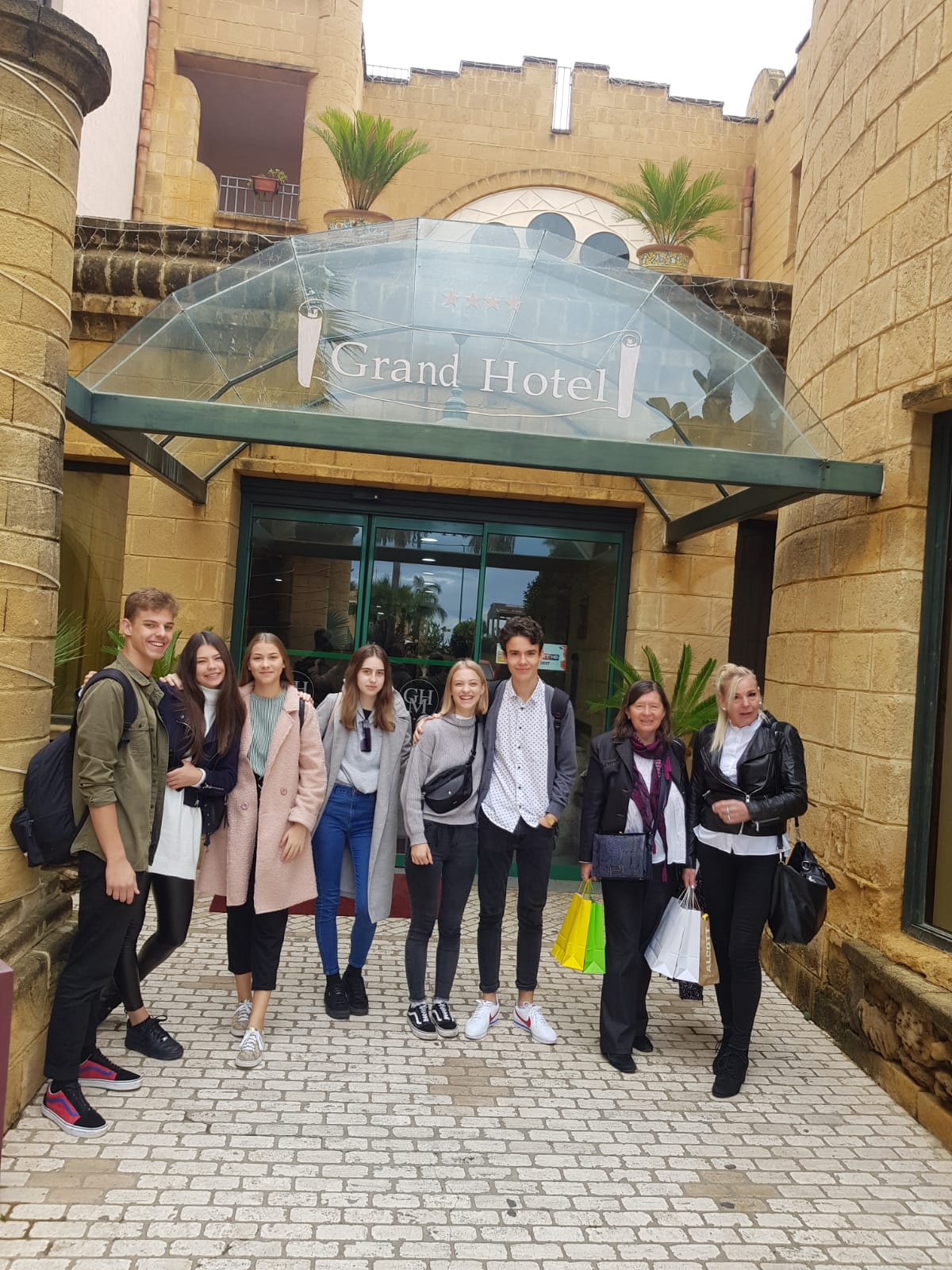 Pred-hotelom-v-Agrigento