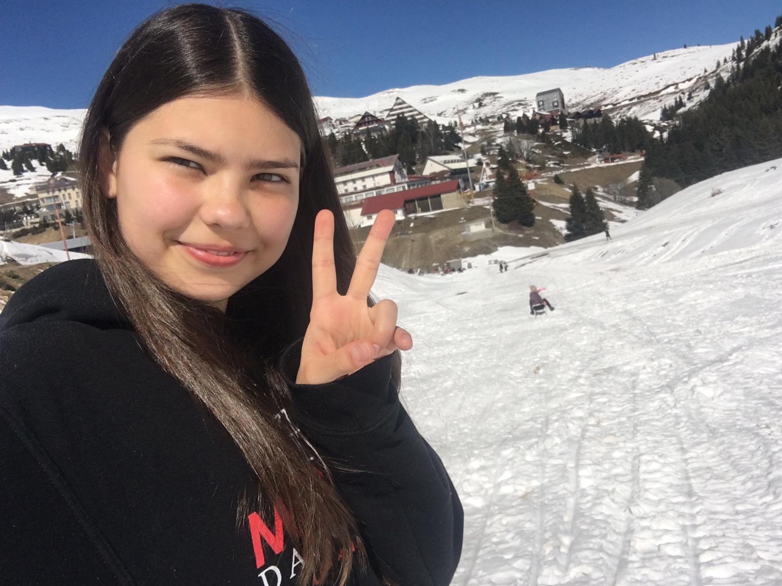 Ninka-v-lyžiarskom-stredisku-Popova-Sapka